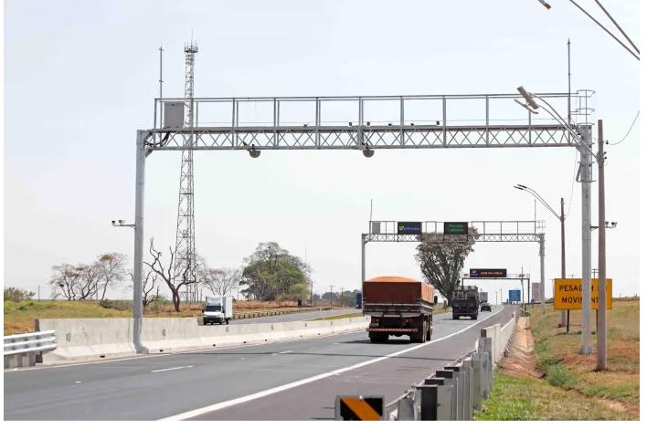 Postos de fiscalização da SP-330 e SP-322 passam operar com sistema de pesagem em movimento de caminhões